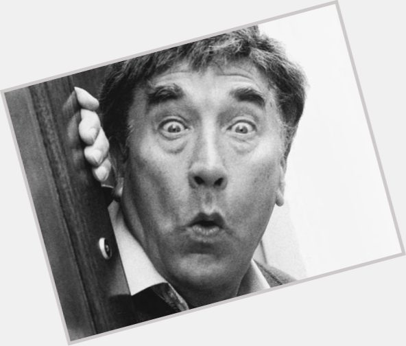 "<a href=""/hot-men/frankie-howerd/is-he-where-buried-howerds-house-tall"">Frankie Howerd</a> Average body,  grey hair & hairstyles"