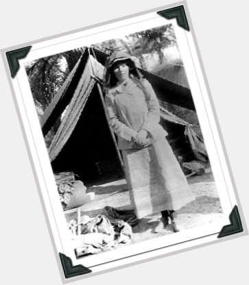 Gertrude Bell hairstyle 7.jpg