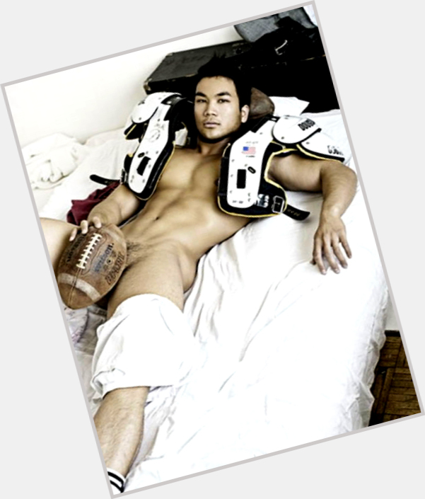 """<a href=""""/hot-men/henry-lee/where-dating-news-photos"""">Henry Lee</a> Average body,  salt and pepper hair & hairstyles"""