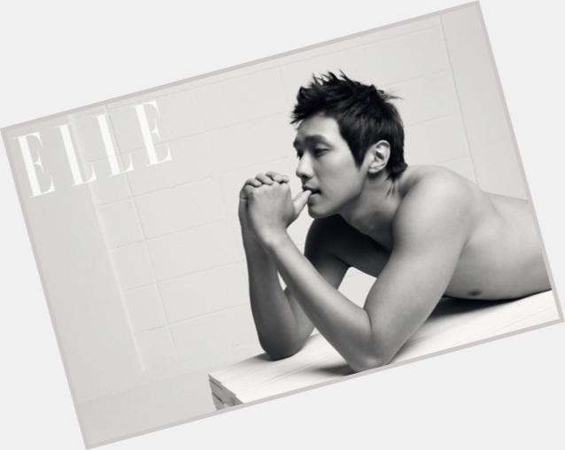 "<a href=""/hot-men/hyun-woo-ji/is-he-and-yoo-na-dating-married"">Hyun Woo Ji</a> Athletic body,"