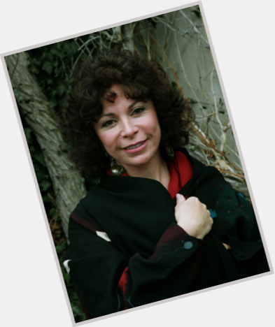 Isabel Allende hairstyle 3