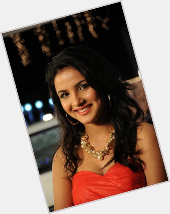 Jasmine Bhasin hairstyle 3.jpg