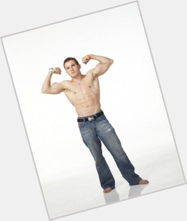 "<a href=""/hot-men/jason-horton/where-dating-news-photos"">Jason Horton</a> Average body,  dark brown hair & hairstyles"