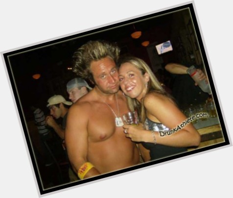 """<a href=""""/hot-men/jeff-reed/where-dating-news-photos"""">Jeff Reed</a> Athletic body,  dark brown hair & hairstyles"""