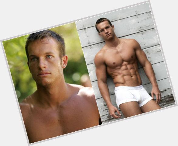 "<a href=""/hot-men/jeff-wilson/where-dating-news-photos"">Jeff Wilson</a> Athletic body,  dark brown hair & hairstyles"