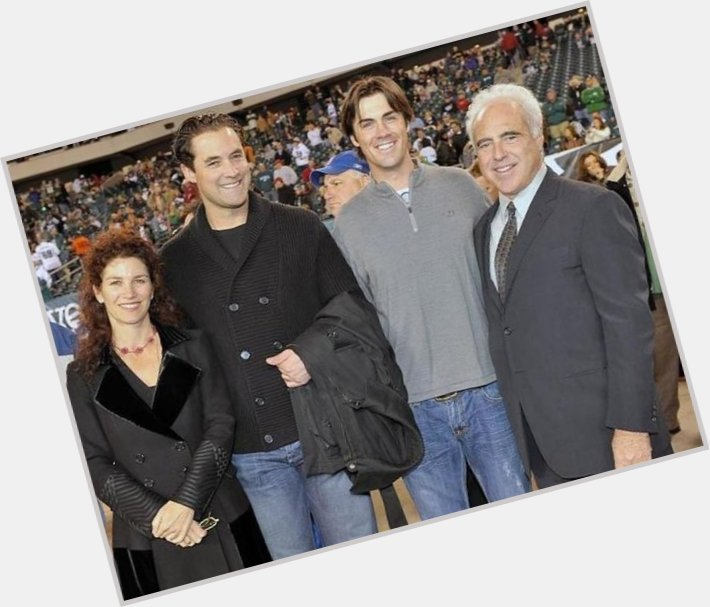 "<a href=""/hot-men/jeffrey-lurie/where-dating-news-photos"">Jeffrey Lurie</a> Average body,  grey hair & hairstyles"