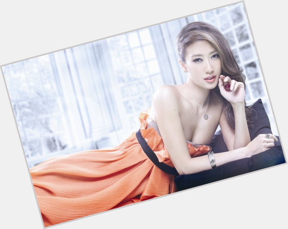 "<a href=""/hot-women/jennifer-tse/where-dating-news-photos"">Jennifer Tse</a>"