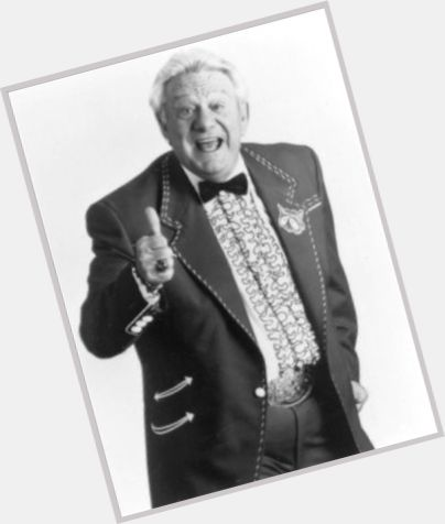 """<a href=""""/hot-men/jerry-clower/is-he-still-alive-where-buried-much-worth"""">Jerry Clower</a> Average body,  grey hair & hairstyles"""