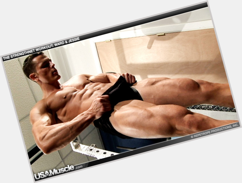 Jessie Godderz dark brown hair & hairstyles Bodybuilder body,