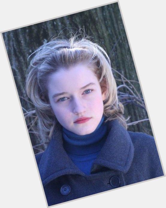 "<a href=""/hot-women/julia-garner/where-dating-news-photos"">Julia Garner</a> Average body,  light brown hair & hairstyles"