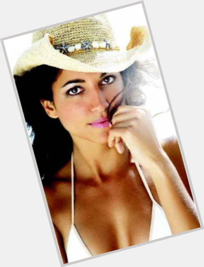 "<a href=""/hot-women/julia-ortiz/where-dating-news-photos"">Julia Ortiz</a> Slim body,  dark brown hair & hairstyles"