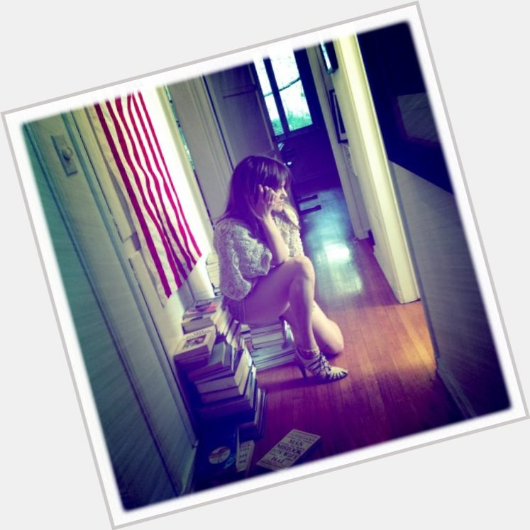 "<a href=""/hot-women/julia-stone/where-dating-news-photos"">Julia Stone</a> Slim body,  dark brown hair & hairstyles"
