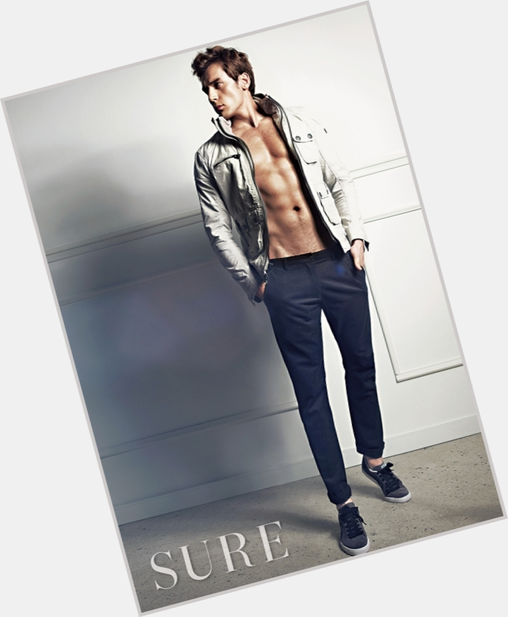 "<a href=""/hot-men/julien-kang/where-dating-news-photos"">Julien Kang</a> Athletic body,  dyed brown hair & hairstyles"