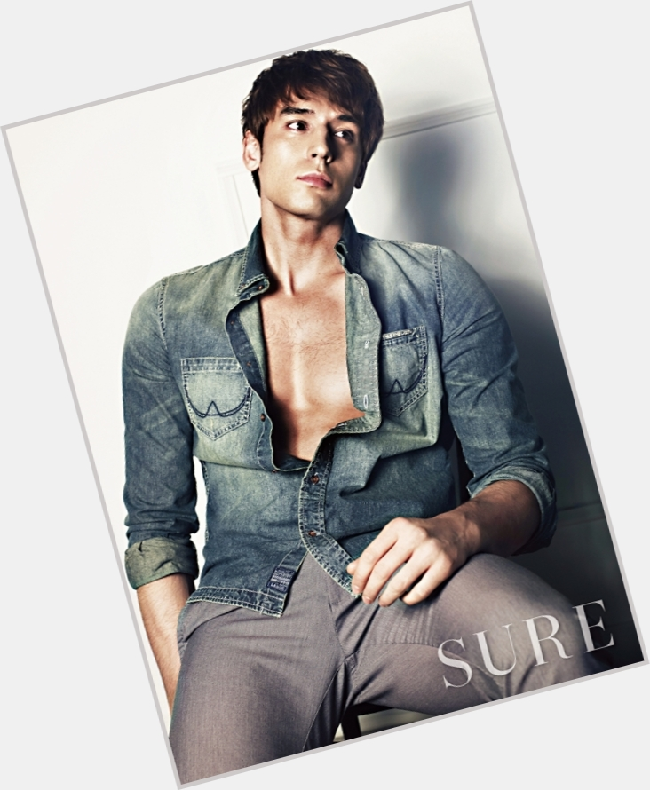 Julien Kang dyed brown hair & hairstyles Athletic body,