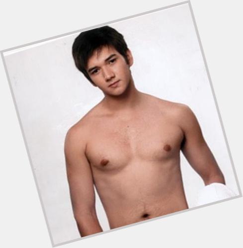"""<a href=""""/hot-men/justin-cuyugan/where-dating-news-photos"""">Justin Cuyugan</a> Athletic body,  dark brown hair & hairstyles"""