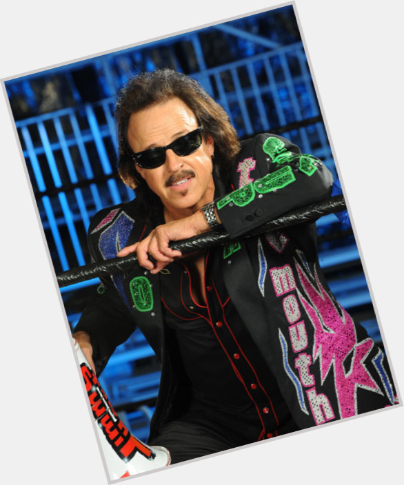 "<a href=""/hot-men/jimmy-hart/is-he-related-bret-family-married-still-alive"">Jimmy Hart</a> Average body,  dark brown hair & hairstyles"