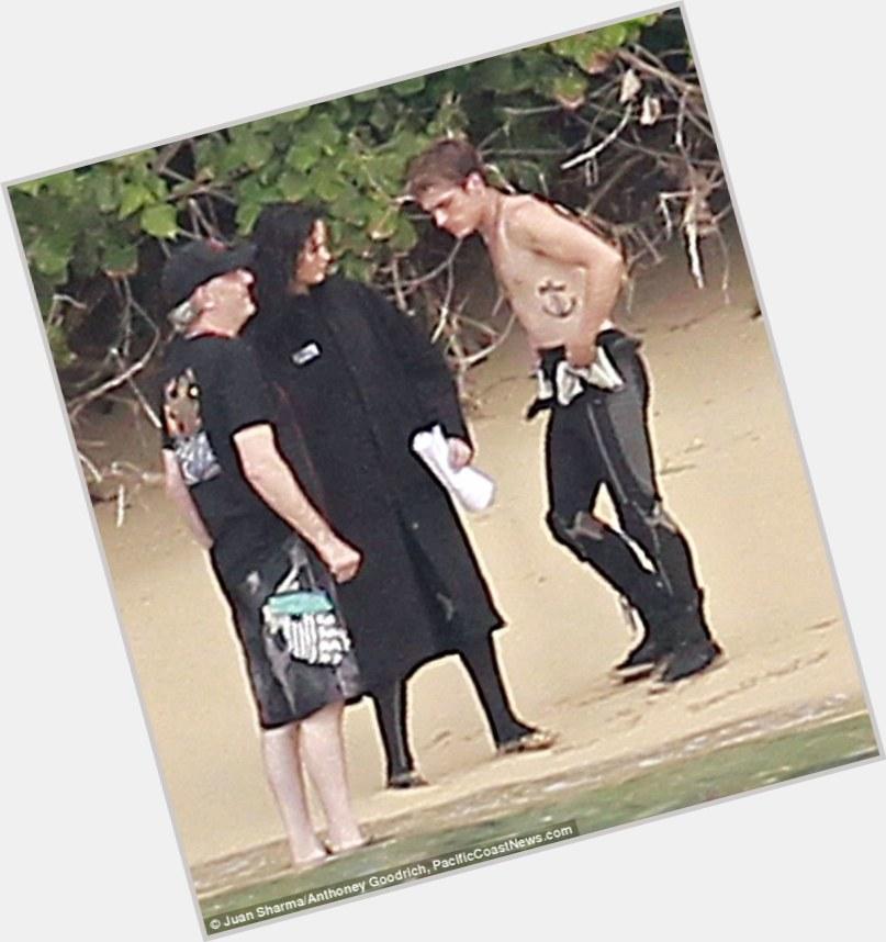 "<a href=""/hot-men/joshua-close/is-he-related-glenn-tree-closed-park-national"">Joshua Close</a> Average body,  dark brown hair & hairstyles"