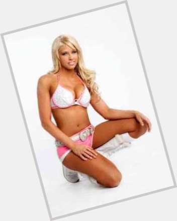 Kelly Kelly hairstyle 6