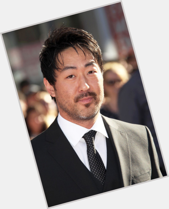 "<a href=""/hot-men/kenneth-choi/where-dating-news-photos"">Kenneth Choi</a> Average body,  black hair & hairstyles"