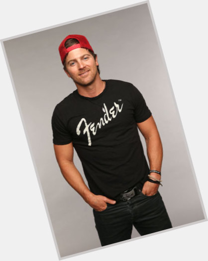 "<a href=""/hot-men/kip-moore/is-he-married-justin-moore39s-brother-single-related"">Kip Moore</a> Average body,  dark brown hair & hairstyles"