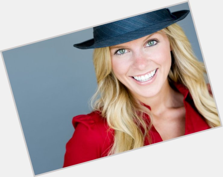 "<a href=""/hot-women/kristyn-green/where-dating-news-photos"">Kristyn Green</a> Slim body,  blonde hair & hairstyles"