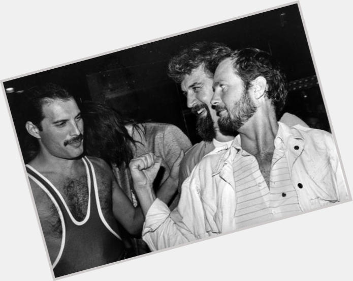 """<a href=""""/hot-men/kenny-everett/is-he-died-michael-mcintyres-dad-where-buried"""">Kenny Everett</a> Average body,  light brown hair & hairstyles"""