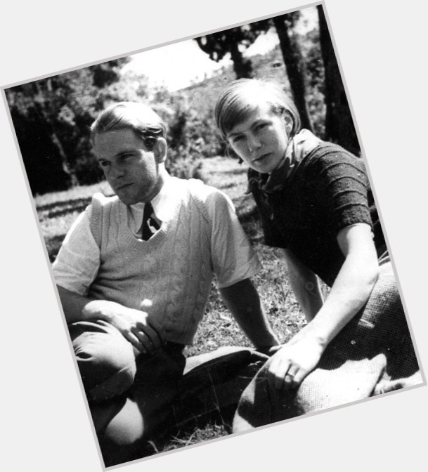 "<a href=""/hot-men/lawrence-durrell/where-dating-news-photos"">Lawrence Durrell</a>"
