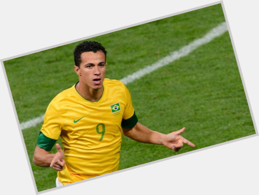 """<a href=""""/hot-men/leandro-damiao/where-dating-news-photos"""">Leandro Damiao</a> Athletic body,  dark brown hair & hairstyles"""