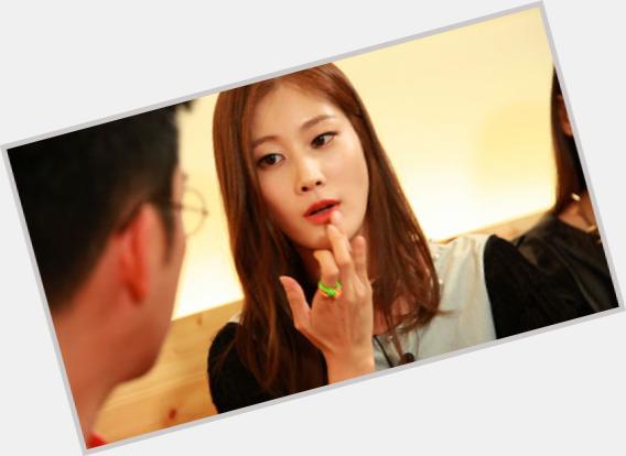 "<a href=""/hot-women/lee-hyun-yi/where-dating-news-photos"">Lee Hyun Yi</a> Slim body,  black hair & hairstyles"