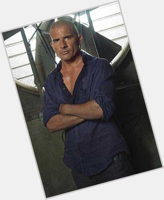 "<a href=""/hot-men/lincoln-burrows/where-dating-news-photos"">Lincoln Burrows</a> Athletic body,  bald hair & hairstyles"
