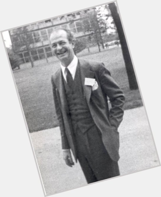 "<a href=""/hot-men/linus-pauling/where-dating-news-photos"">Linus Pauling</a> Average body,  salt and pepper hair & hairstyles"