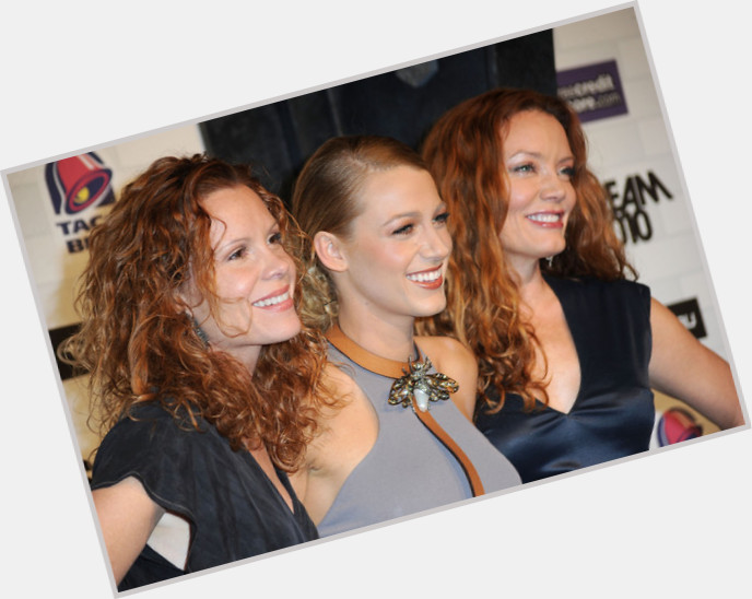 """<a href=""""/hot-women/lori-lively/where-dating-news-photos"""">Lori Lively</a> Average body,  red hair & hairstyles"""