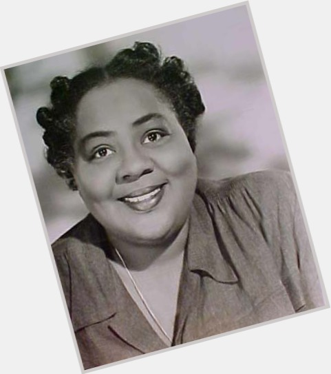 """<a href=""""/hot-women/louise-beavers/where-dating-news-photos"""">Louise Beavers</a> Large body,  black hair & hairstyles"""