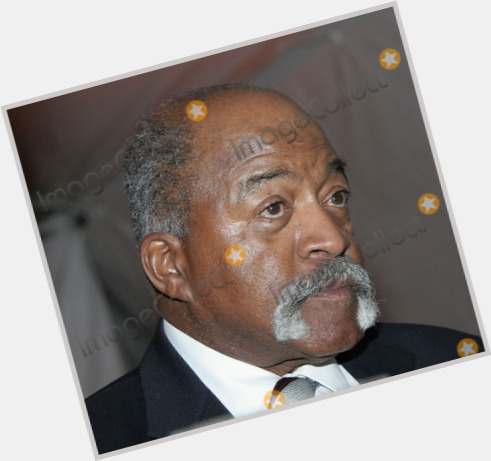 "<a href=""/hot-men/luis-tiant/where-dating-news-photos"">Luis Tiant</a>"