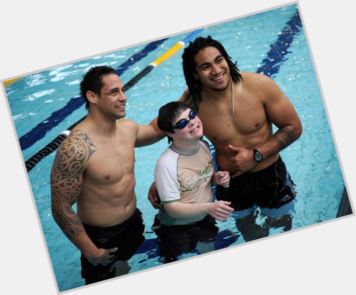 "<a href=""/hot-men/luke-mcalister/is-he-married-single-maori-mcalisters-girlfriend-what"">Luke Mcalister</a> Athletic body,  dark brown hair & hairstyles"