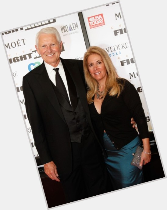 """<a href=""""/hot-men/lute-olson/is-he-married-alive-kelly-pugnea-still-where"""">Lute Olson</a>"""