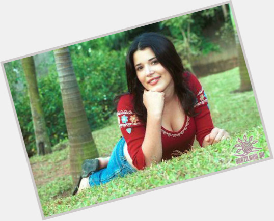 "<a href=""/hot-women/manuela-do-monte/where-dating-news-photos"">Manuela Do Monte</a> Slim body,  dark brown hair & hairstyles"