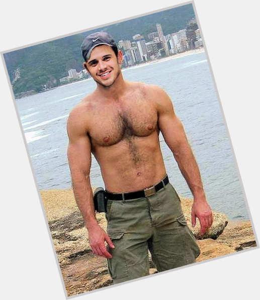 "<a href=""/hot-men/matt-giraud/where-dating-news-photos"">Matt Giraud</a> Average body,  light brown hair & hairstyles"