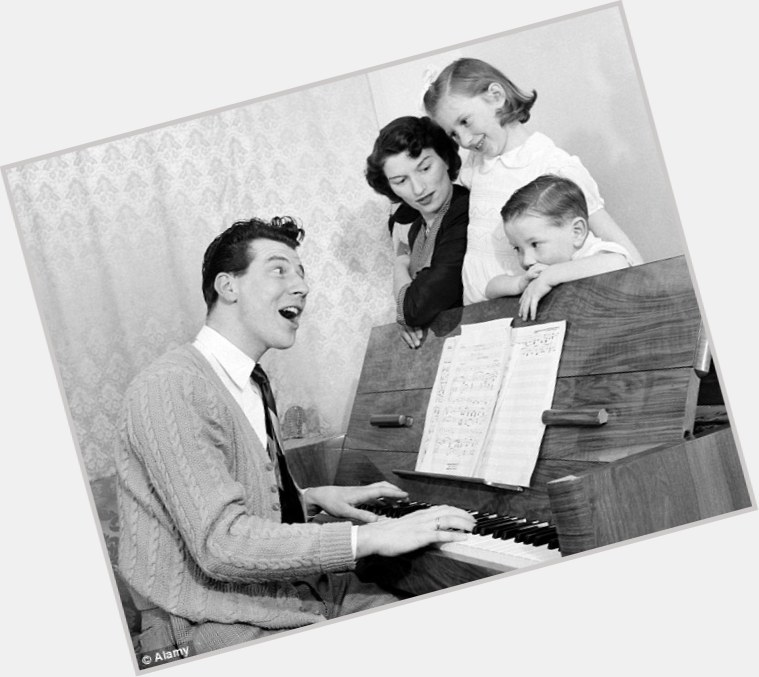 Max Bygraves young 10.jpg