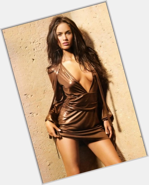 "<a href=""/hot-women/megan-nicole/where-dating-news-photos"">Megan Nicole</a> Slim body,  dark brown hair & hairstyles"