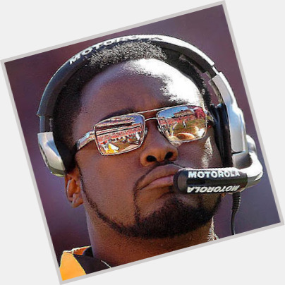 "<a href=""/hot-men/mike-tomlin/is-he-married-related-omar-epps"">Mike Tomlin</a> Athletic body,  black hair & hairstyles"