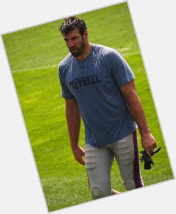 "<a href=""/hot-men/mike-vrabel/where-dating-news-photos"">Mike Vrabel</a> Large body,  dark brown hair & hairstyles"
