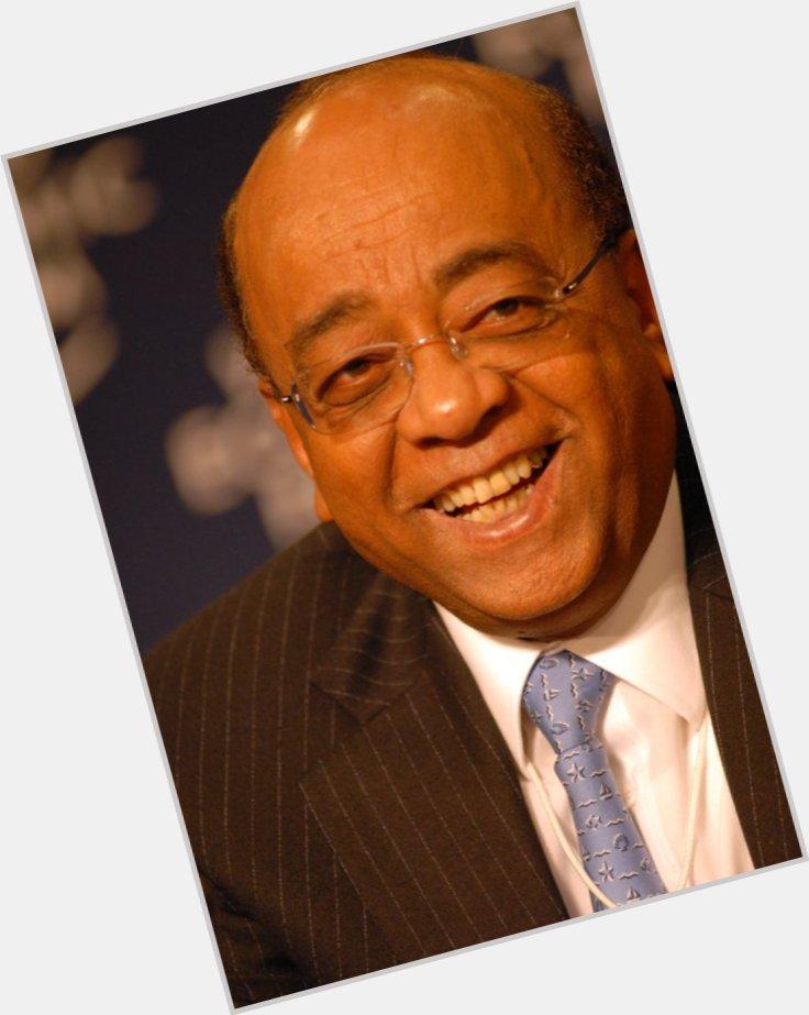"<a href=""/hot-men/mo-ibrahim/where-dating-news-photos"">Mo Ibrahim</a> Average body,  dark brown hair & hairstyles"