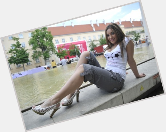 "<a href=""/hot-women/monika-ivkic/where-dating-news-photos"">Monika Ivkic</a> Slim body,  dark brown hair & hairstyles"