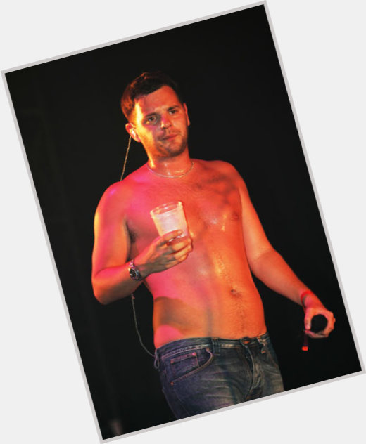 "<a href=""/hot-men/mike-skinner/is-he-married-asexual-walls-dog-skinners-brother"">Mike Skinner</a> Slim body,  black hair & hairstyles"
