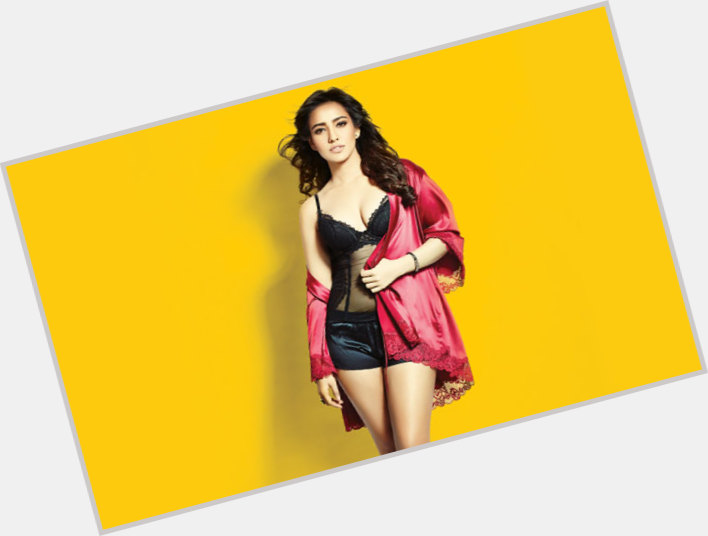 Neha Sharma sexy 3.jpg