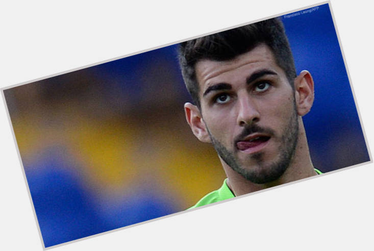 Nelson Oliveira hairstyle 3.jpg