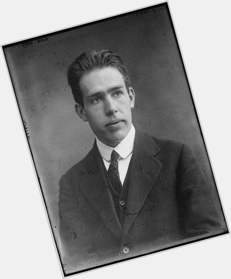 "<a href=""/hot-men/niels-bohr/where-dating-news-photos"">Niels Bohr</a> Slim body,  dark brown hair & hairstyles"