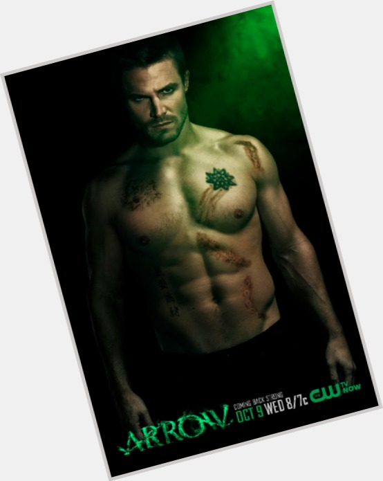 """<a href=""""/hot-men/oliver-queen/where-dating-news-photos"""">Oliver Queen</a> Athletic body,  blonde hair & hairstyles"""