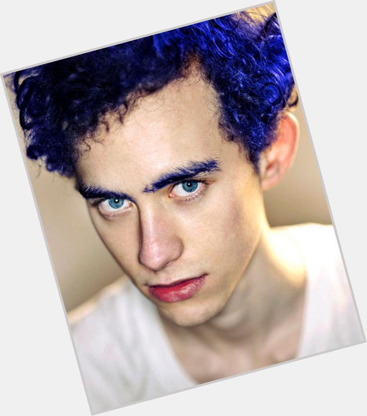 "<a href=""/hot-men/olly-alexander/where-dating-news-photos"">Olly Alexander</a> Slim body,  light brown hair & hairstyles"